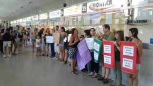 Las protestas contra la empresa Monticas también se hicieron sentir en la Terminal de Omnibus.