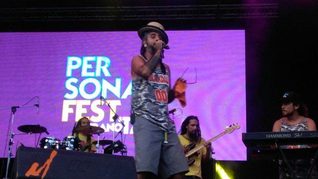 El reggae de Blackdali levantó aún más la temperatura del público rosarino.