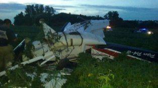 Una avioneta de fumigación se estrelló esta tarde en un campo de soja en Oliveros.