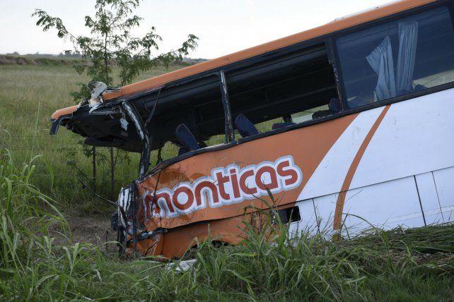 El choque entre dos micros de la empresa Monticas dejó un saldo de 12 personas fallecidas y 34 heridos.