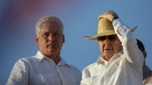 El retiro. Raúl Castro y Díaz-Canel durante el desfile militar del 1º de mayo de 2016 en La Habana.