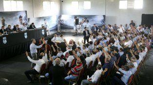 Todos levantan la mano. En la asamblea del viernes se aprobó casi todo. Falta el visto bueno de la Fifa.