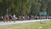 Los vecinos organizaron a través de las redes sociales una protesta frente al ingreso al pueblo. Primaron la bronca y la tristeza.