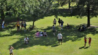 Decenas de rosarinos se acercaron esta mañana al parque Urquiza.