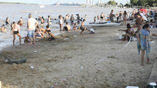La GUM instaló una faja para evitar el ingreso de bañistas al río, pero muchos hicieron caso omiso.
