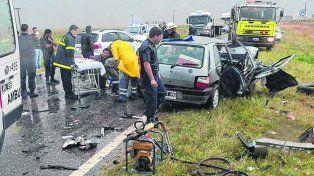 desastre. El Fiat Uno en el que iban las víctimas fatales chocó de frente en la ruta 33, cerca de Bahía Blanca.