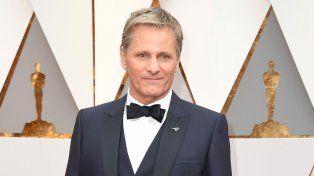 Viggo Mortensen criticó al presidente estadounidense en su arribo a la ceremonia de los Oscar.