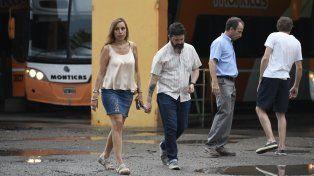 Los fiscales Piazza y Jurado durante el allanamiento de esta tarde en los galpones de Monticas.