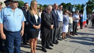 En el monumento. El gobernador Lifschitz y la titular del Concejo, Daniela León, ofrecieron los principales discursos.