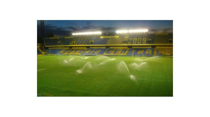 Local. El Gigante de Arroyito será, si se juega, el escenario del primer partido en la vuelta del fútbol.