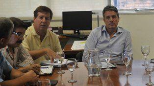 El secretario de Infraestructura y Transporte José León Garibay presidió la reunión con los empresarios del sector.