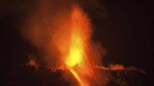 El volcán Etna, en la isla de Sicilia, entró en erupción en las últimas horas