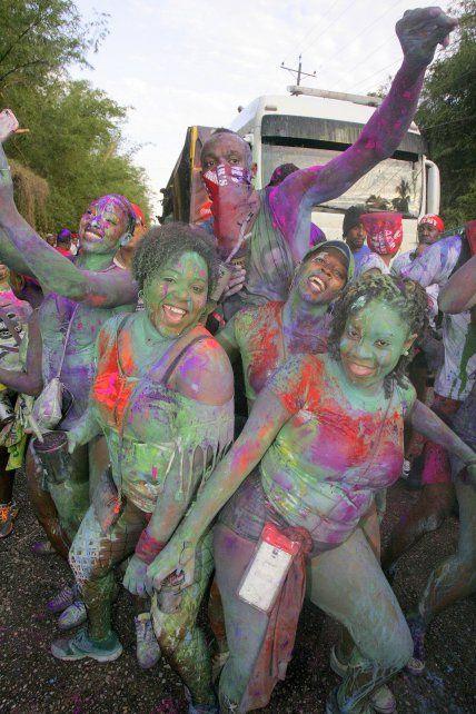 Polémica por las fotos de Usain Bolt en el carnaval de Trinidad y Tobago