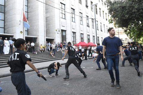 La puesta en escena retrató el momento en que una decena de policías dispararon contra Herrera.