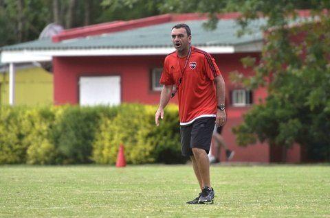 Respaldo. El entrenador manifestó que es justo el reclamo de los jugadores. Destacó el empuje del gremio