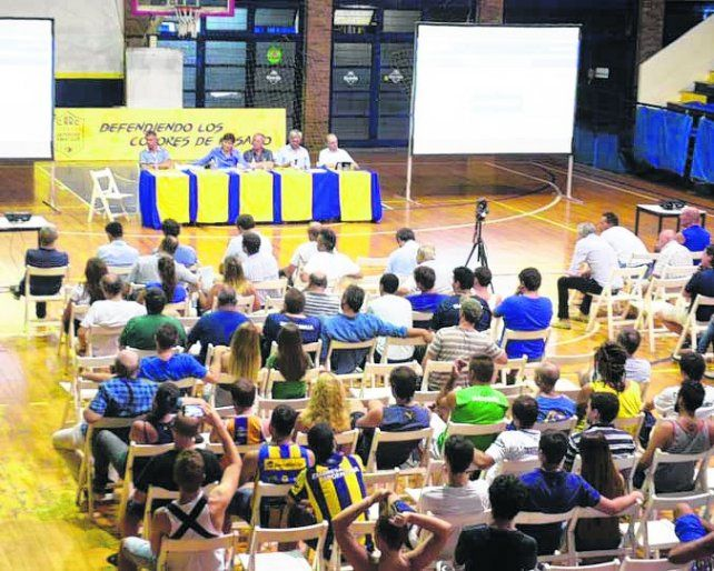 Exposición. Alrededor de 200 socios se hicieron presentes en el Cruce Alberdi.