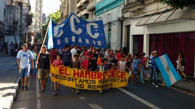 La ruidosa movilización contra las políticas de Macri se hicieron sentir en el centro rosarino.