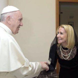 Evangelina y Palito Ortega junto al Santo Pontífice en el Vaticano.