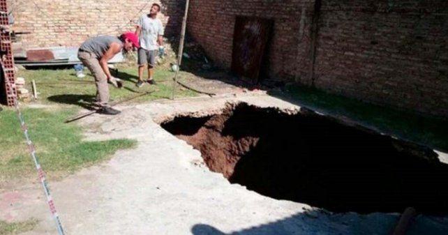 Desarmó la Pelopincho del jardín y cayó en un pozo de diez metros de profundiad