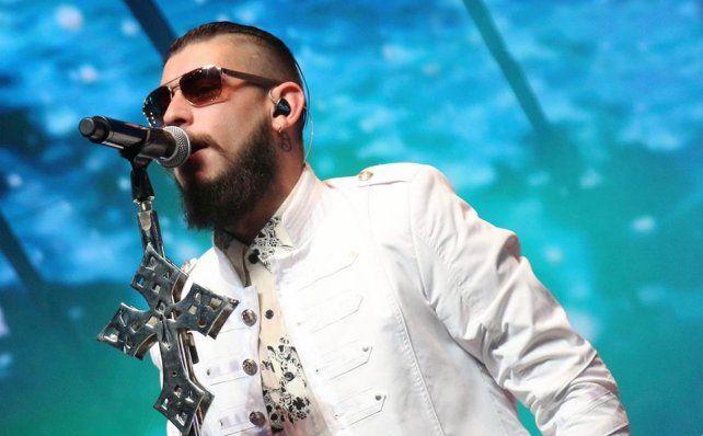 El cantante Ulises Bueno se fue de su casa tras el robo y sospechan de su pareja.