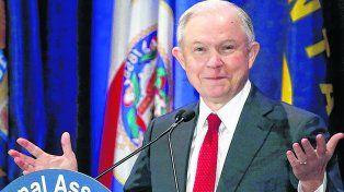 Mintió. El fiscal ultraconservador, de 70 años, se apartó de las investigaciones. Demócratas piden su renuncia.