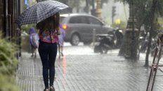 la temperatura bajo cinco grados y las lluvias intermitentes seguiran hasta la noche