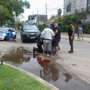 La víctima recibió varios disparos. (Foto vía Twitter de@makarny)