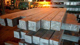 en la cuerda floja. La producción de acero cayó 34