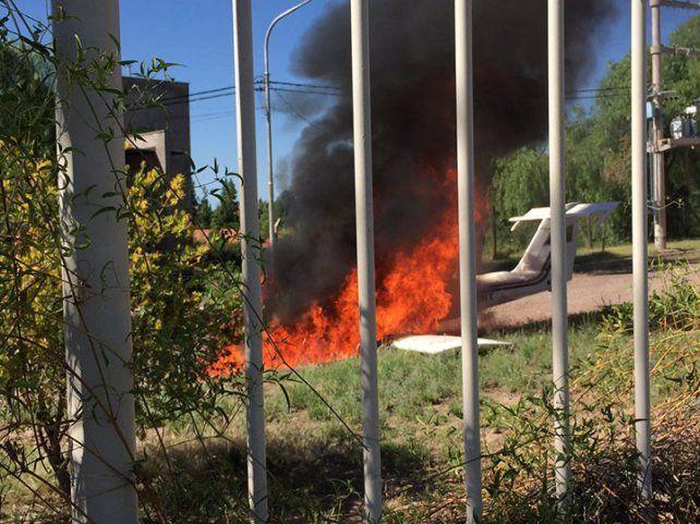 Susto en Mendoza por una avioneta que cayó dentro de un barrio privado