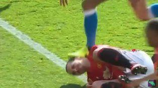 A Ibrahimovic le pisaron la cara, respondió con un codazo y se excusó de manera increíble