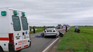 Mortal. El conductor del auto falleció tras la colisión contra un camión.