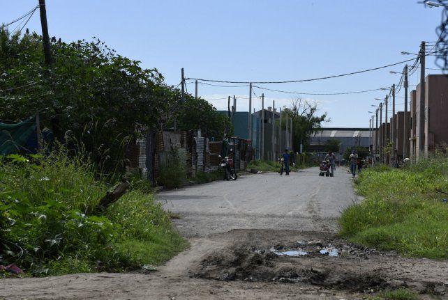 Calle Formosa al 600 bis. Sobre la vereda izquierda están las casas donde vivía la víctima.