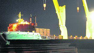 Amarrado. El barco continuaba ayer amarrado en la terminal rosarina.