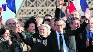 No cede. Fillon, sospechado de corrupción, intenta seguir en carrera.
