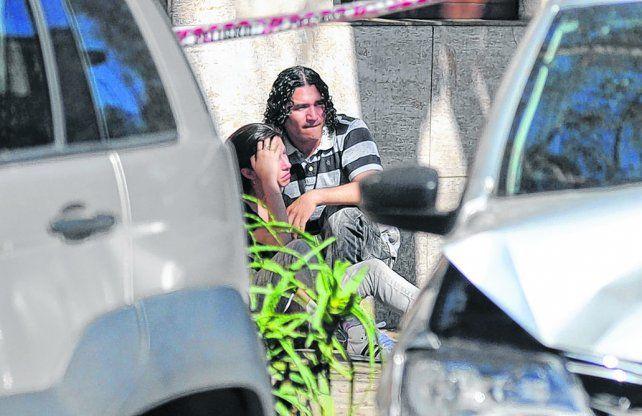 cerca del final. El Pájaro en la escena del crimen de su cuñado Martín Paz. A los ocho meses lo acribillaron.
