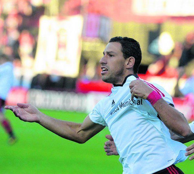 El símbolo rojinegro. Maxi anotó goles decisivos.