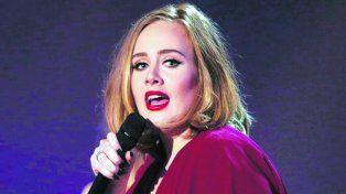 ¡Lo confirmó! Adele se casó con Simon