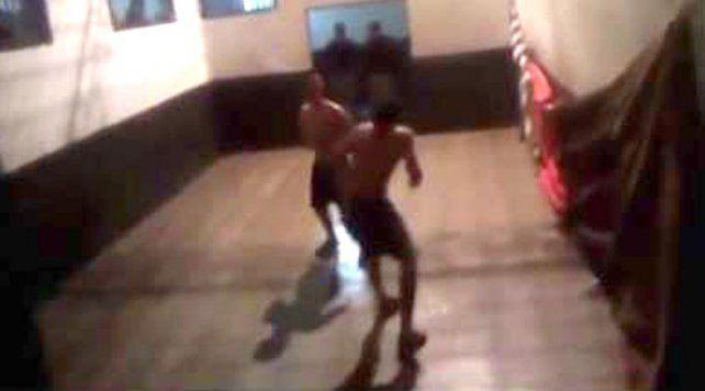 Cuatro policías fueron detenidos tras ser filmados mientras promovían peleas entre presos