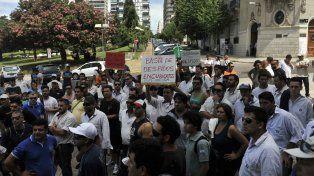 Un grupo numeroso llegó al Concejo para pedir apoyo por las suspensiones y despidos en GM.