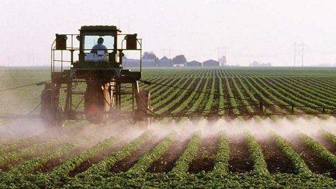 contra las Malezas.. Las fumigaciones son parte importante del modelo de agronegocios dominante en países como Argentina.