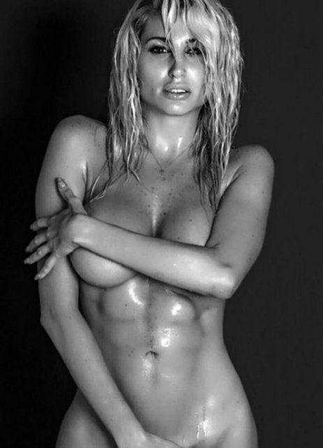 Vicky Xipolitakis se desnudó para conmemorar el Día de la Mujer