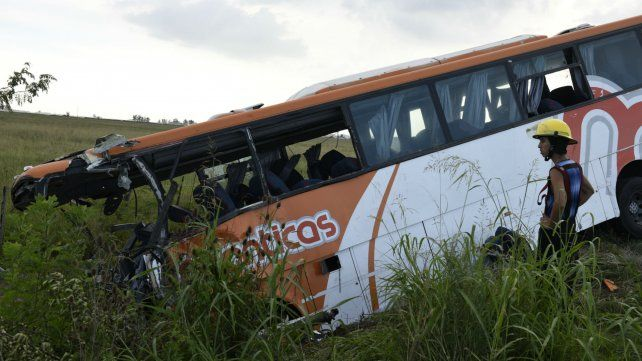La tragedia de la ruta 33. Murieron 13 personas al chocar dos micros de frente.