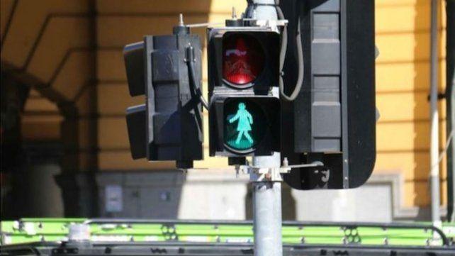 Por el Día de la Mujer, colocaron figuras femeninas en semáforos de Australia
