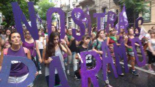 Una multitud copó el Monumento para reclamar por los derechos de las mujeres