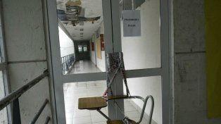 Filtraciones, caída de cielorraso y ocho salones clausurados en la Facultad de Psicología