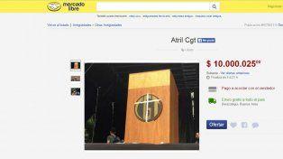 El atril robado en el acto de la CGT se cotizó muy bien en la página de compras online.