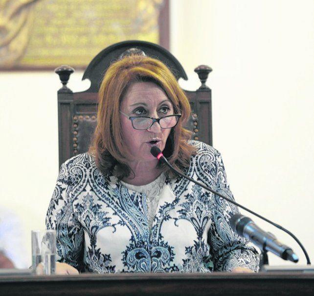 tiene la palabra. La intendenta hablará frente a los concejales.