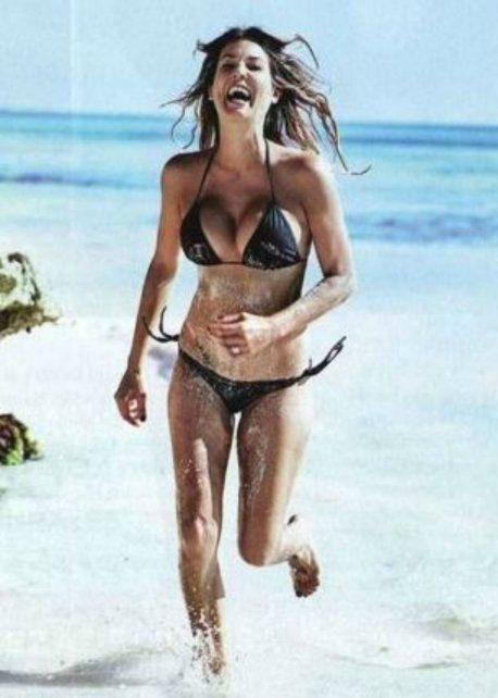 Ursula Vargues posó en bikini y su lomazo movió los cimientos en México