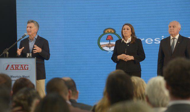 El presidente Mauricio Macri compartió el escenario con la intendenta Mónica Fein y el gobernador Miguel Lifschitz.
