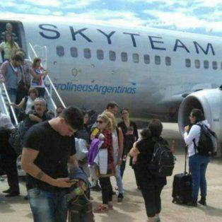 El avión sufrió una falla en uno de sus motores (Foto Maia Vera)